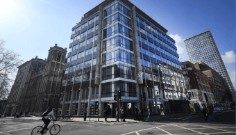 Juez autoriza registro de las oficinas de Cambridge Analytica