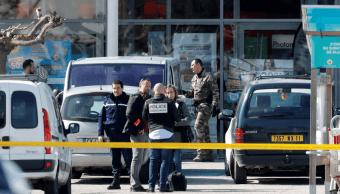 Gobierno francés confirma que hombre que tomó rehenes mató a tres