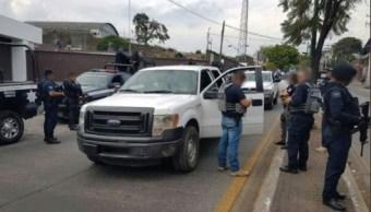 Al menos cuatro bloqueos y quema de vehículos en Michoacán