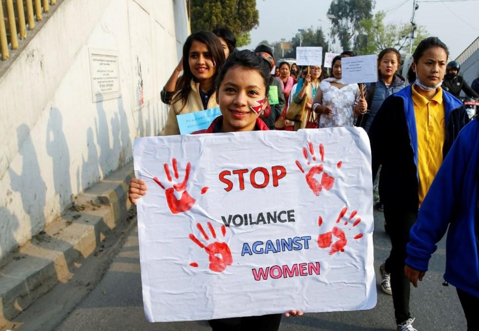 Miles de mujeres convocan a un paro internacional en más de 70 países contra la desigualdad, la violencia sexual y los feminicidios. (EFE)