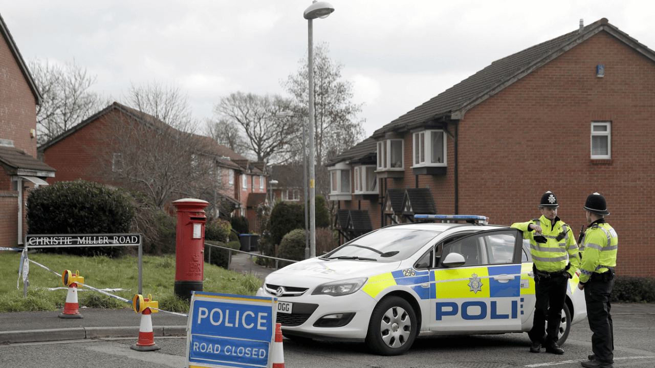 Policía británica informa que exespía Skripal fue envenenado en casa