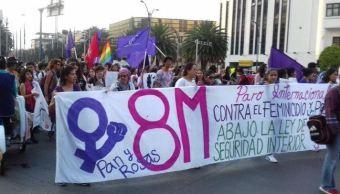 Mujeres se manifiestan contra violencia y feminicidios, en Ciudad de México