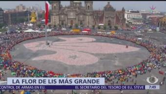 Scouts de México forman la flor de lis más grande del mundo