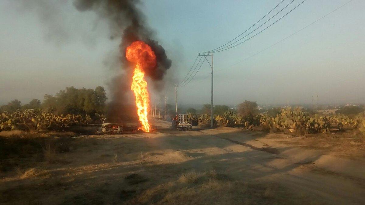 Se incendia ducto de Pemex en Axapusco