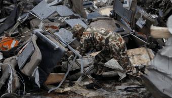 Hallan caja negra de avión accidentado en Nepal
