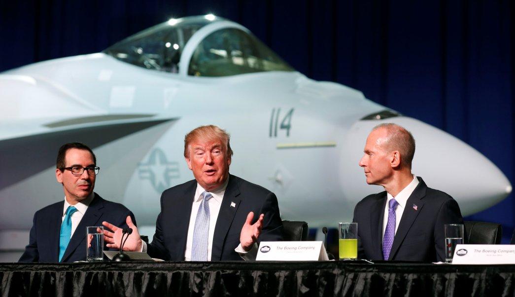 Trump celebra presupuesto aumentar seguridad escuelas