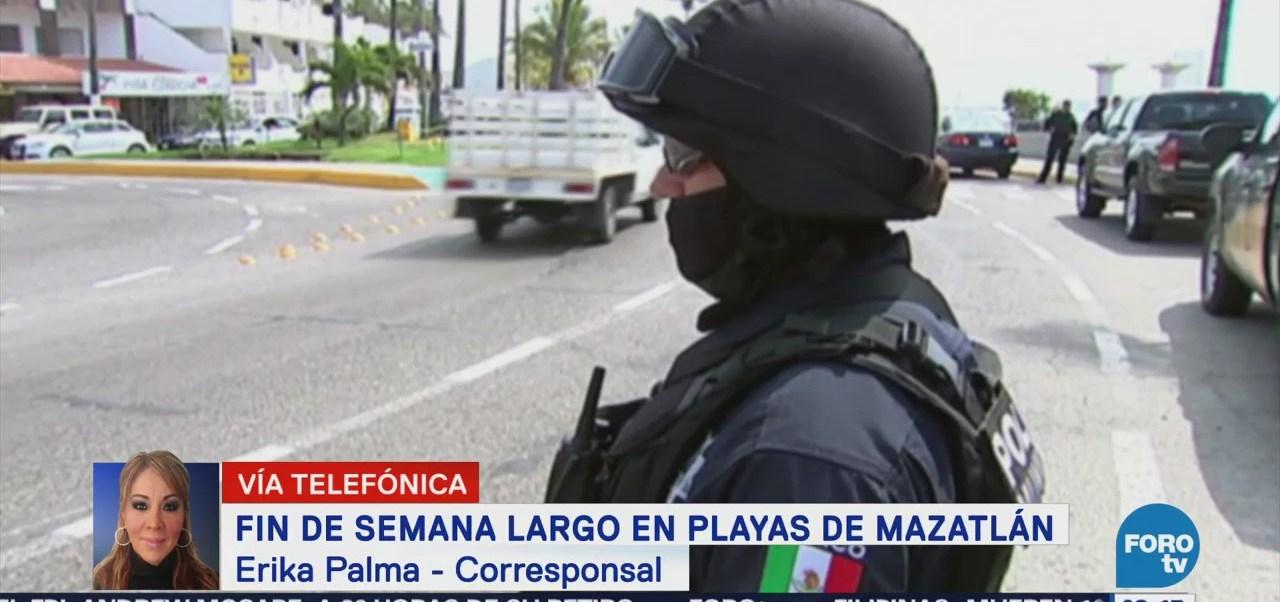 Turistas Disfrutan Fin Semana Largos Playas Mazatlán