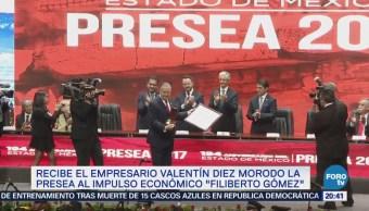 Valentín Diez Morodo recibe la presea al impulso económico 'Filiberto Gómez'