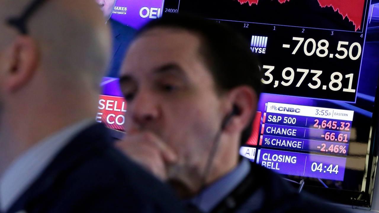 Temores por una guerra comercial hunden a Wall Street