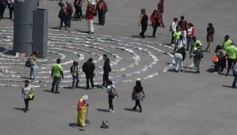 Forman espiral de libros en el Zócalo que serán donados a reclusorios capitalinos