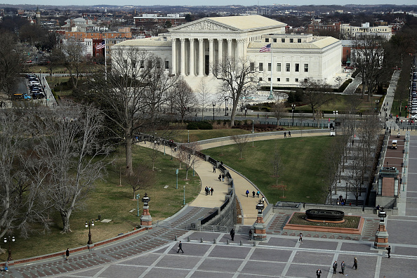 Batalla sobre veto migratorio de Trump llega al Tribunal Supremo