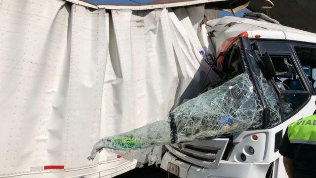 Choque entre camión y tráiler deja 15 heridos en la México-Querétaro