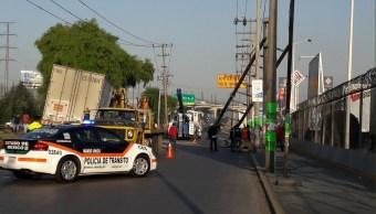 Tráiler provoca apagón en zona industrial en Toluca, Edomex