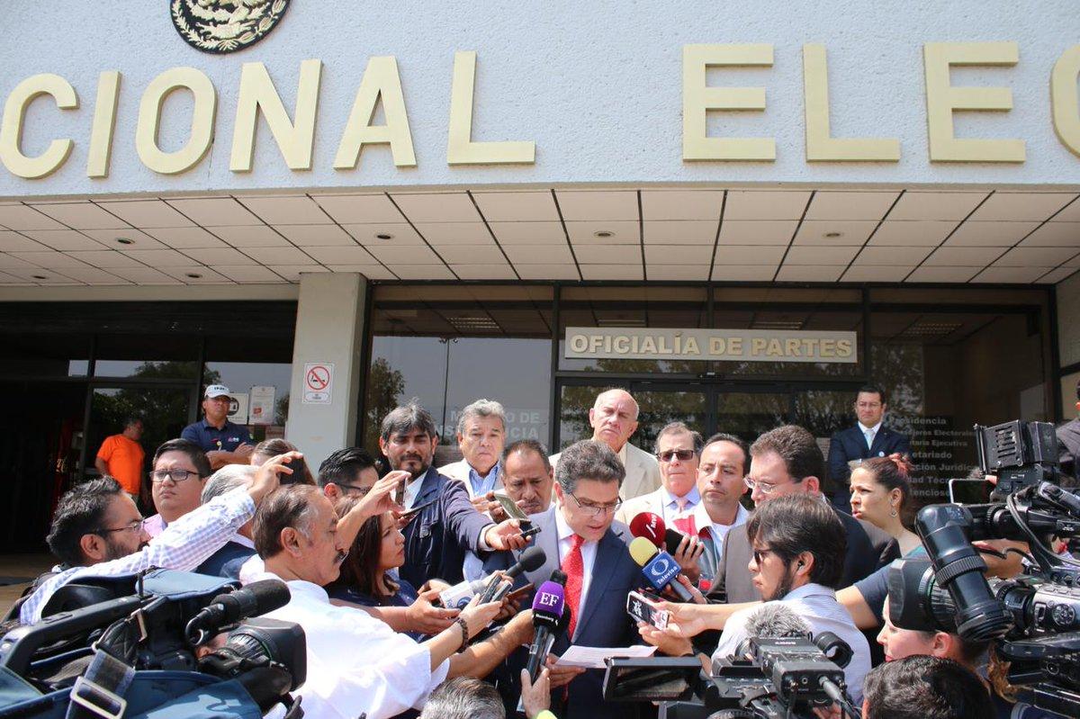 Para el INE candidato Armando Ríos Piter incumplió disposición de Tribunal Electoral