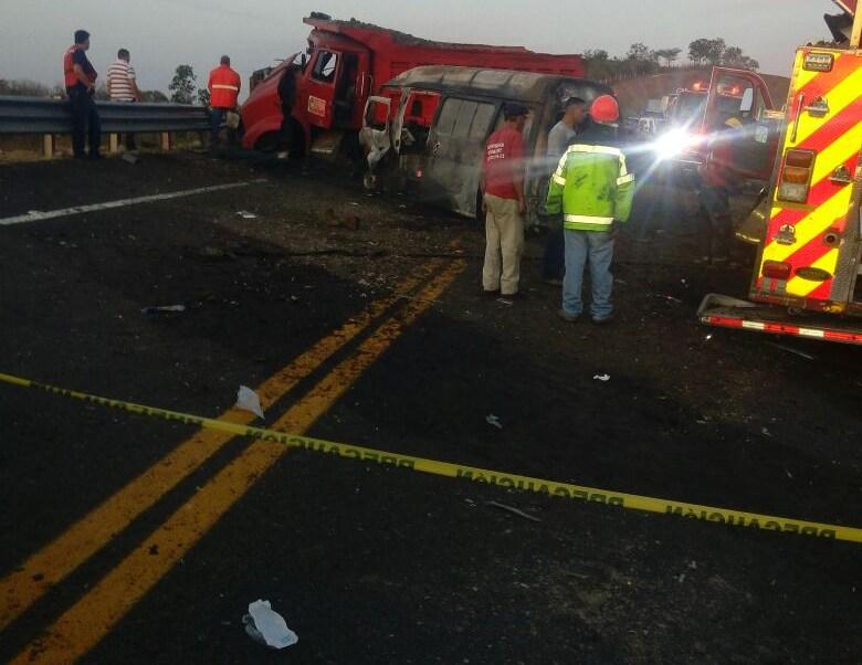 Muere tercer bombero atropellado en autopista Tepic-San Blas