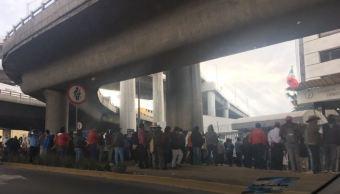 Bloquean Periférico sur para exigir pago de terrenos utilizados para Tren Interurbano