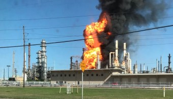 Bomberos controlan incendio refinería Texas City Houston