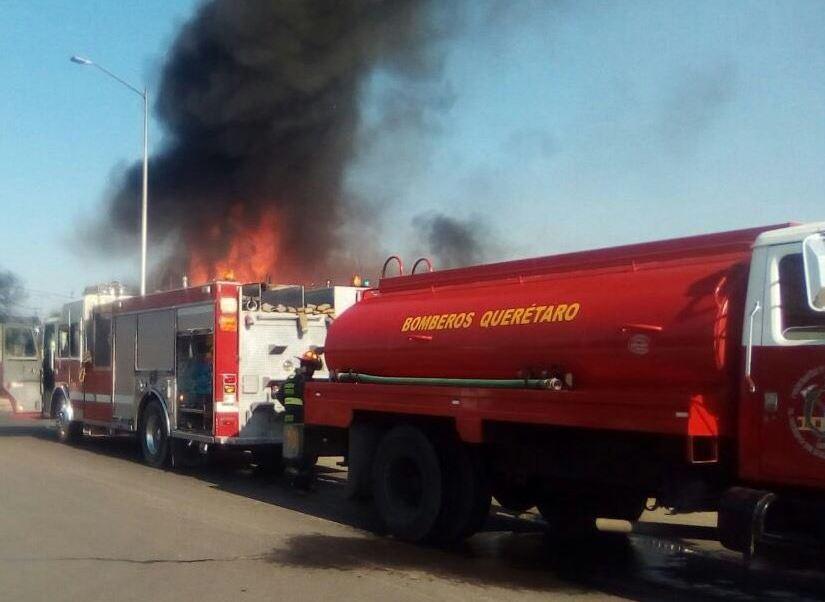Se registra incendio por toma clandestina en Querétaro