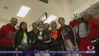 Campeonas de basquetbol llegan a México tras triunfo en España