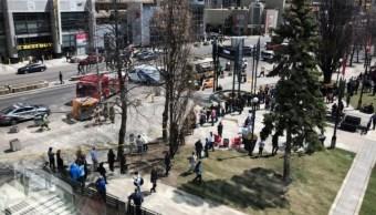 Camioneta embiste a peatones en Toronto; hay al menos 10 heridos