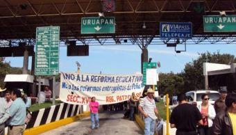 Integrantes de la CNTE se encuentran en casetas de peaje en Michoacán
