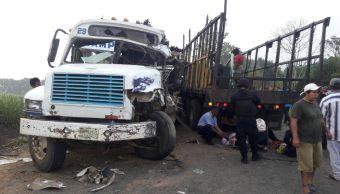 Choque entre autobús de pasajeros y camión deja 10 heridos Tuxtepec