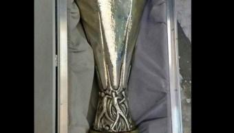 Recuperan Copa UEFA Europa League robada en León, Guanajuato