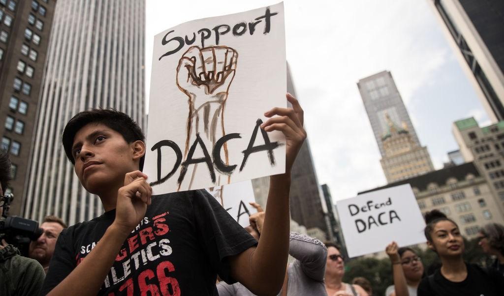 Corte Arizona ordena que beneficiarios DACA paguen colegiaturas más caras