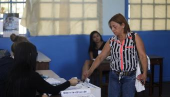 Ambiente frío y pocos votantes en segunda vuelta presidencial en Costa Rica