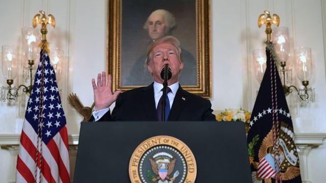 """Trump alaba ofensiva en Siria y defiende uso del término """"misión cumplida"""""""