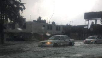 Lluvia con granizo deja encharcamientos y viviendas afectadas en Toluca, Edomex