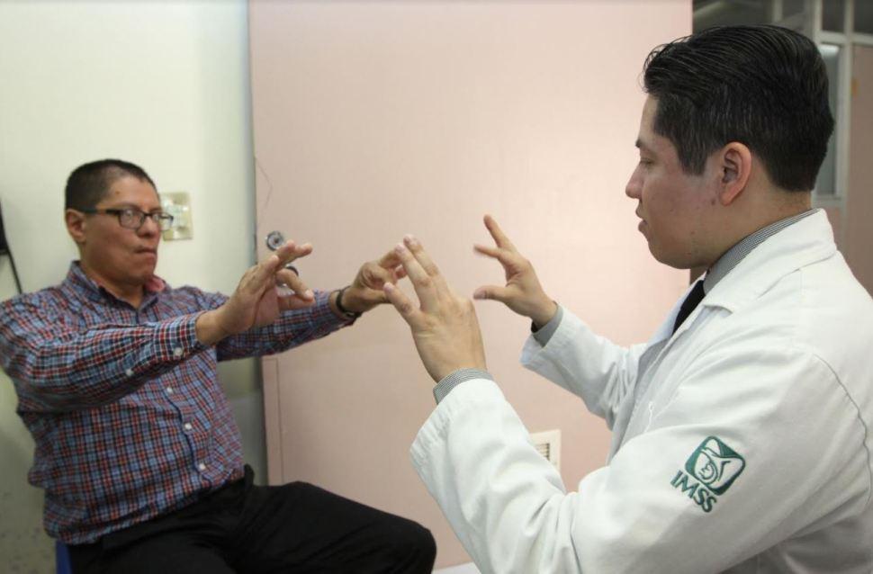 IMSS revisa a pacientes con Parkinson con tecnología de estimulación cerebral
