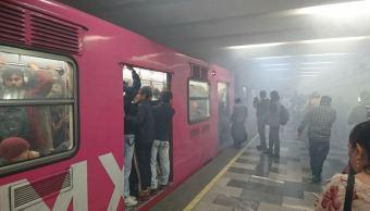 Desalojan estación del Metro Tlatelolco por presencia de humo
