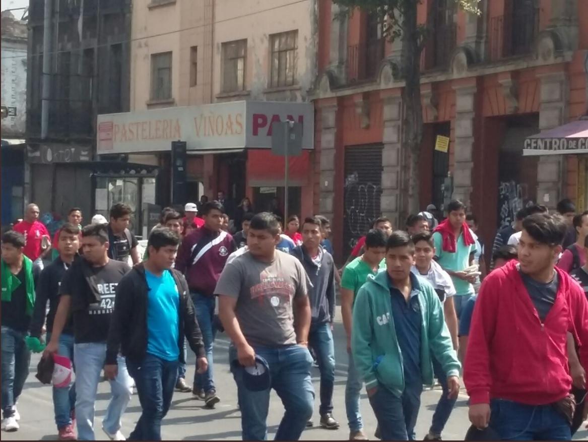 Padres de normalistas mexicanos marchan a 43 meses del caso Iguala