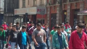 Familiares de normalistas desaparecidos realizan mitin en avenida Bucareli cdmx