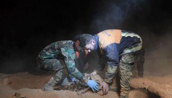 Hallan fosa común con decenas de cadáveres en Raqa, Siria