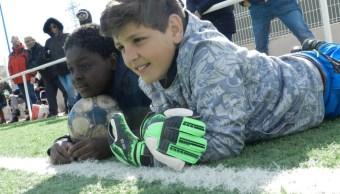 Niños de 35 nacionalidades juegan en mismo equipo de futbol en Madrid