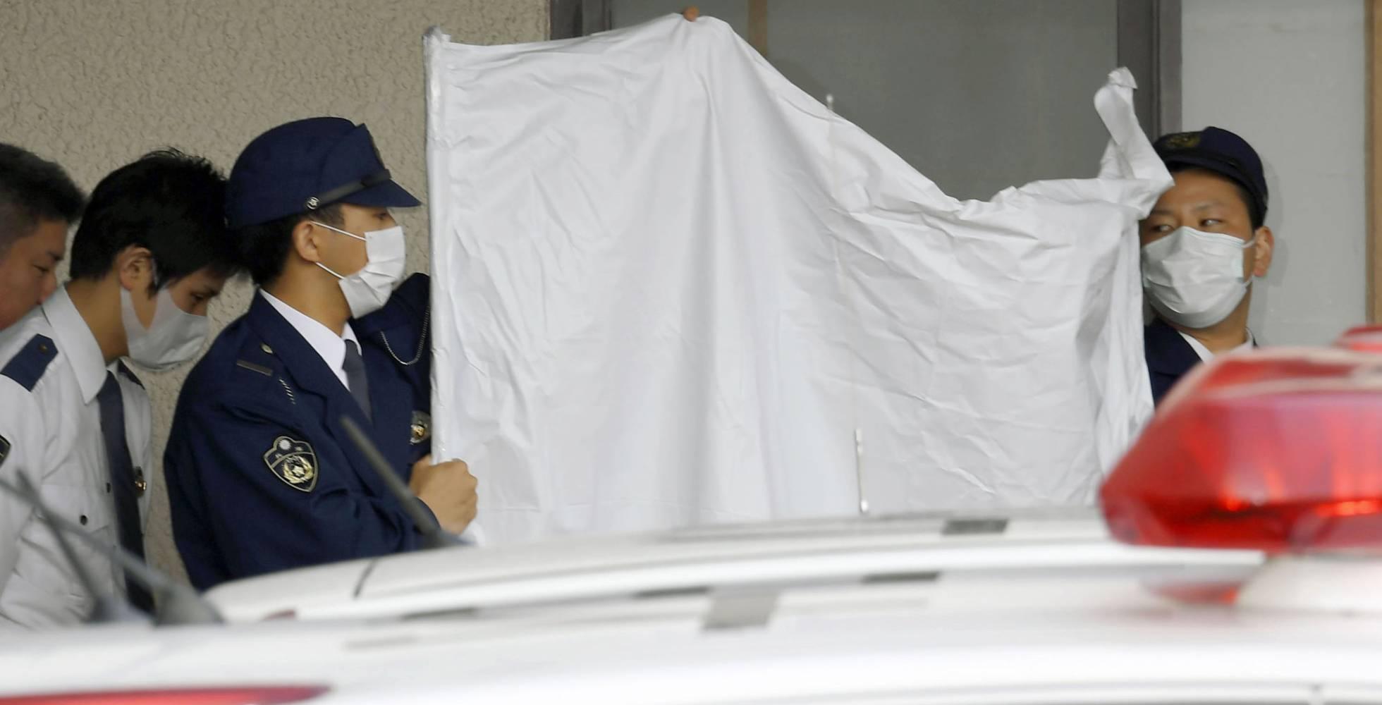 Lo detienen por confinar a su hijo durante 20 años en Japón