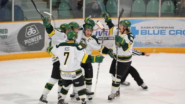 Mueren 14 integrantes de equipo de hockey en accidente, en Canadá