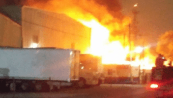 Sofocan incendio en bodega de fábrica de muebles en Monterrey