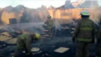 Incendio afecta a dos fábricas en Tlajomulco de Zúñiga
