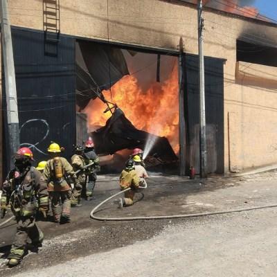 Controlan incendio en una fábrica de esponjas en Tonalá, Jalisco