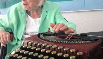 Muere en Cuernavaca la pintora y escultora Joy Laville