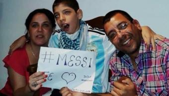 Nino con parálisis cerebral recibe mensaje de Messi