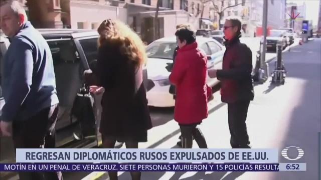 Llegan a Rusia diplomáticos expulsados