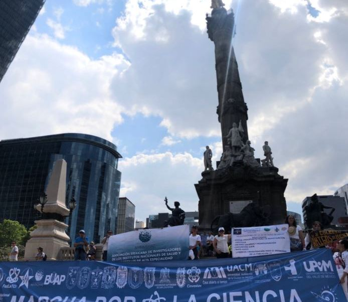 Investigadores encabezan la Segunda Marcha por la Ciencia, en la Ciudad de México