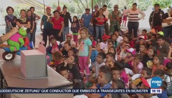 Menores que integran el 'viacrucis migrante' disfrutan de funciones de títeres