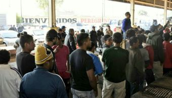 Migrantes reciben alimentos y medicamentos a su llegada a la CDMX
