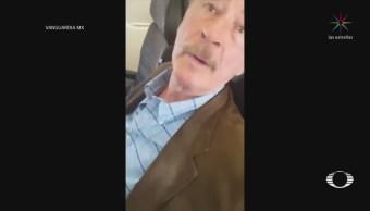 Mujer increpa a Vicente Fox en un avión