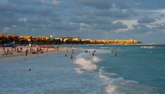 Playas Cancún Riviera Maya continúan llenas durante semana Pascua